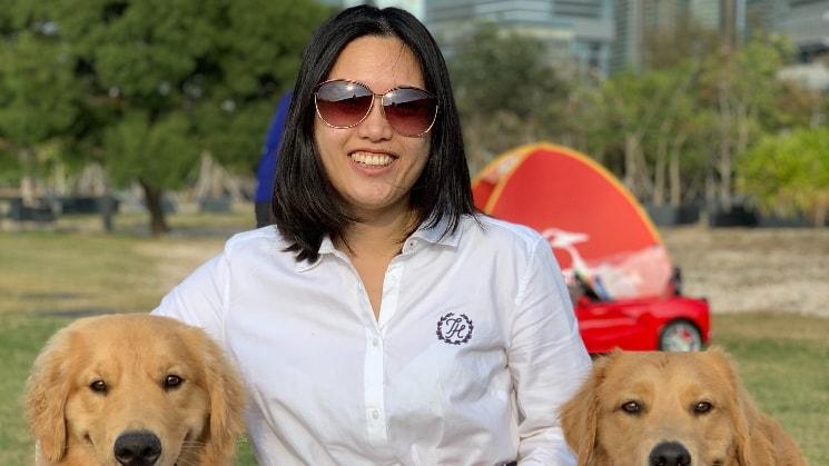 Vicki in Hk back image