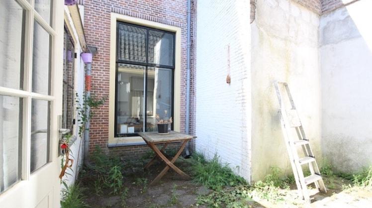 Alice in Leiden back image