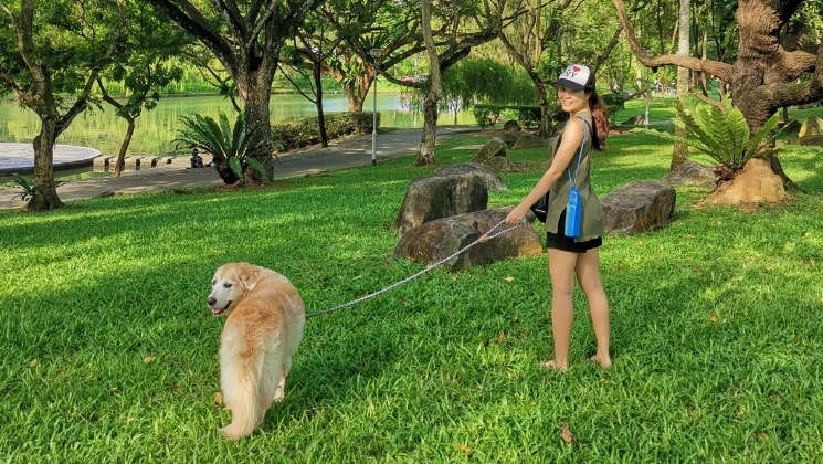 Julia in Singapore back image