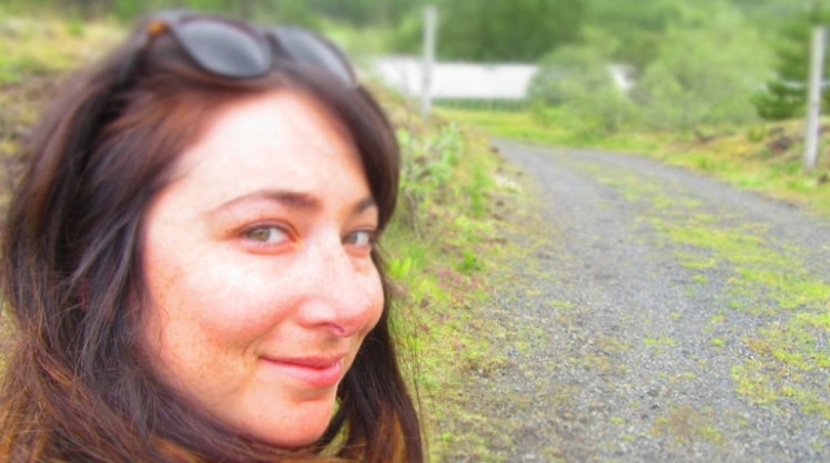 Linda in Montréal back image