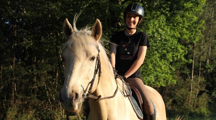 Julia à Pessac back image