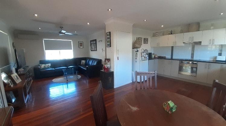 phoebe in Brisbane back image