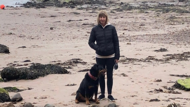 Carol in Bonnyrigg back image