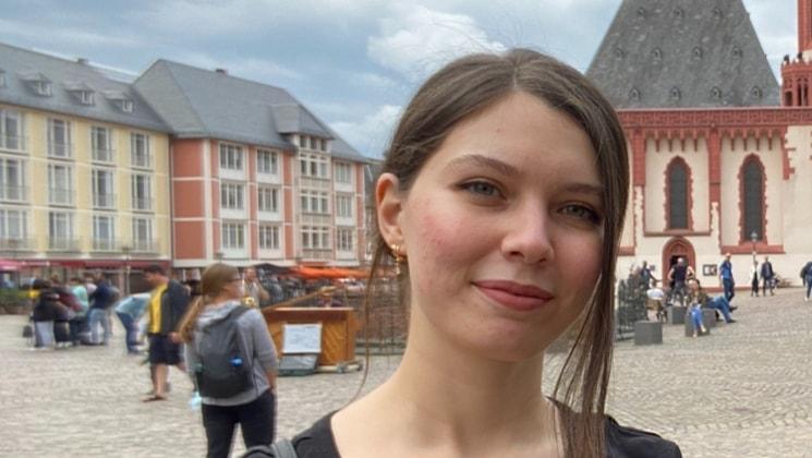 Zakia in Frankfurt back image